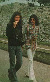 freddie mercury john deacon | Freddie-in-Japan-1975-freddie-mercury-31531973-211-346.jpg