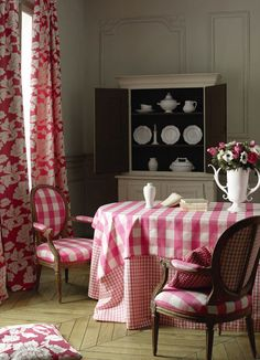 All About Vignettes: Mixing Patterns Using Big Bold Buffalo Checks Hotel Interiors, Cottage Interiors, Red Interiors, Banquettes, Interior And Exterior, Interior Design, French Fabric, Buffalo Check, Of Wallpaper