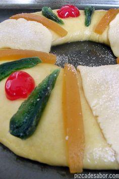 Rosca de Reyes   http://www.pizcadesabor.com/2013/01/03/rosca-de-reyes/