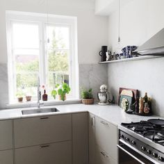 home makeover before and after New Kitchen, Vintage Kitchen, Kitchen Dining, Kitchen Cook, Grey Kitchen Cabinets, Decluttering, Interior Design Kitchen, Home Kitchens, Kitchenaid