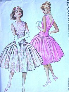 McCalls Dress Pattern No 4709 UNCUT Vintage by CaliforniaSunset