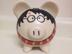 Harry Potter pintado hucha de cerámica mediano Puerco Potter, Pottery Painting, Ceramic Painting, Little Kitty, My Little Pony, Pig Bank, Mini Pigs, Martha Stewart Crafts, Halloween Disfraces