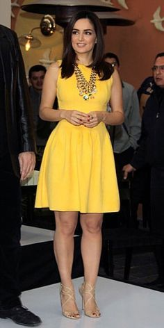Ana De La Reguera in this yellow dress is amazing yellow dress. Love Fashion, Fashion Outfits, Womens Fashion, Fiesta Outfit, Casual Dresses, Summer Dresses, Vestidos Vintage, Famous Women, Lovely Dresses