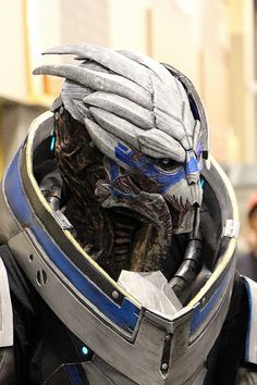 Impressive Mass Effect Garrus Cosplay at Phoenix Comicon <--I would marry this person. Garrus is my favorite!!!