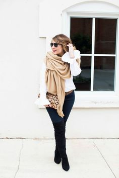 Cozy winter outfit - this oversized scarf is so easy to style and adding a patterned handbag really makes the look. Click through for more of this layered outfit.