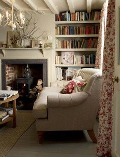 Having small living room can be one of all your problem about decoration home. To solve that, you will create the illusion of a larger space and painting your small living room with bright colors c… Cottage Living Rooms, Small Living Rooms, Home And Living, Small Cottage Interiors, English Cottage Interiors, English Cottage Style, Apartment Living, English Style, English Living Rooms