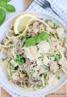 Bloemkool risotto met kastanjechampignons - een heerlijke romige risotto met stiekem heel erg veel groenten. Super simpel!