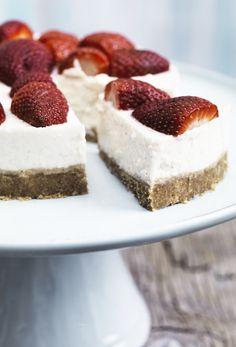 Har du en sød trang til cheesecake eller koldskål? Så se med her, hvor vi har… No Bake Blueberry Cheesecake, Mousse, Cake Recipes, Dessert Recipes, Danish Food, Recipes From Heaven, Something Sweet, Let Them Eat Cake, Frisk