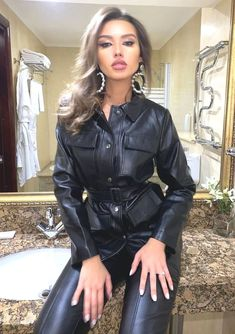 Leather Boots, Leather Skirt, Leather Jacket, Elegantes Outfit, Dominatrix, Woman Crush, Leather Fashion, Lady, Leggings Are Not Pants