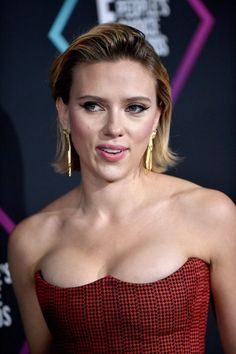 Scarlett Johansson Sexy Look - Celebrity Nude Leaked! Beautiful Celebrities, Beautiful Actresses, Beautiful Women, Hollywood Actresses, Actors & Actresses, Hollywood Fashion, Scarlett Johansson Hairstyle, Black Widow Scarlett, Actrices Sexy