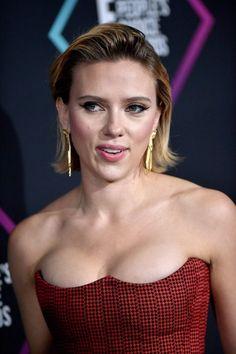 Scarlett Johansson Sexy Look - Celebrity Nude Leaked! Scarlett Johansson, Beautiful Celebrities, Beautiful Actresses, Beautiful Women, Hot Actresses, Hollywood Actresses, Hollywood Fashion, Black Widow Scarlett, Actrices Hollywood