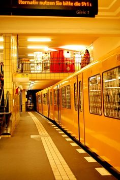 Underground Tube, Underground Cities, West Berlin, Berlin Wall, Corporate Identity Design, Berlin Ick Liebe Dir, Bay Area Rapid Transit, Bahn Berlin, German Architecture
