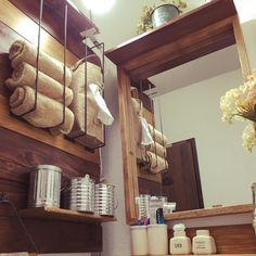 洗面所収納アイデア55選!プチプラ商品で賢くお洒落に収納しよう! | folk Toilet And Bathroom Design, Small Bathroom, Bathrooms, Natural Interior, Building Design, Diy And Crafts, Sweet Home, New Homes, Shelves