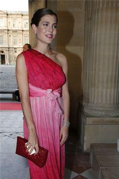 Carlota de Mónaco con vestido vaporoso de corte griego