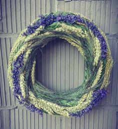 Summer wreath Fall Wreaths, Door Wreaths, Decor Crafts, Diy And Crafts, Spring Door, Baskets On Wall, Summer Wreath, How To Make Wreaths, Dried Flowers