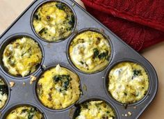 Spinazie en feta zijn veel terugkomende ingrediënten in de koolhydraatarme keuken. Op zich is dat niet gek, want ze zijn beiden gezond en passend binnen dit di