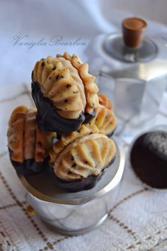 Nadire Atas on Viennese Cafe viennesi al caffè Biscotti Biscuits, Biscotti Cookies, Galletas Cookies, Italian Cookie Recipes, Italian Cookies, Gluten Free Desserts, Delicious Desserts, Sweet Recipes, Cake Recipes