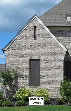 Columbia Block and Brick carries over 200 different styles of brick. Brown Brick Exterior, Brown Brick Houses, Stone Exterior Houses, Craftsman Exterior, House Paint Exterior, Dream House Exterior, Exterior House Colors, Exterior Design, Rustic Brick House Exterior