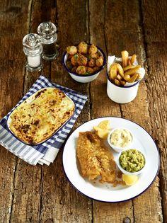 Classic Pub Grub Fish Chips Pie and Peas #nomnomnom