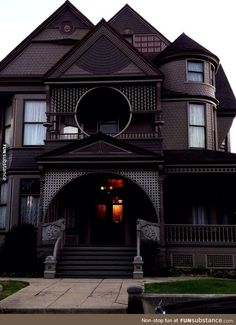 Victorian era house in Angeleno Heights Los Angeles Dream House Ideas Angeleno Angeles era Heights House Los Victorian Gothic House, Victorian Gothic, Modern Victorian Homes, Gothic Mansion, Modern Gothic, Gothic Chic, Dream Mansion, Gothic Beauty, Victorian Fashion