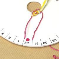 Technique de tressage circulaire, aussi simple que le bracelet brésilien, le Kumihimo permet de réaliser des cordons très raffinés, qu'on aimera ensuite porter en bracelet, collier ou ...