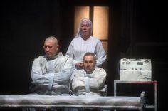 """""""QUALCUNO VOLÒ SUL NIDO DEL CUCULO""""  #emiliaromagnateatro #Cesena #TeatroBonci #stagione20162017 #theatre #stage #qualcunoVolo #nido #cuculo #AlessandroGassmann foto #FrancescoSqueglia"""