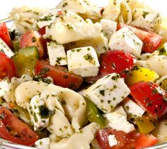 Holiday Tortellini Salad - Easy to make for any time of the year. Great Recipes, Dinner Recipes, Favorite Recipes, Vegetarian Recipes, Cooking Recipes, Healthy Recipes, Tortellini Salad, Savory Salads, New Energy