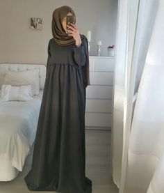 Dress simple hijab abayas 24 ideas for 2019 Abaya Fashion, Muslim Fashion, Modest Fashion, Fashion Outfits, Modest Dresses, Modest Outfits, Simple Hijab, Hijab Style Dress, Mode Abaya