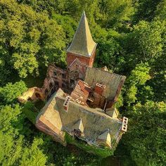 Wyndcliffe Mansion | #ahv #wyndcliffemansion #ruin #abandoned #abandonedbuilding #architecture #design #hudsonvalley #explore #exploreeverything #goexplore #aerialphotography #drone | Photo: @abandonedhudsonvalley