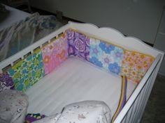 Sengerand i retrostof = mega fin (frk. Toddler Bed, Furniture, Home Decor, Child Bed, Decoration Home, Room Decor, Home Furnishings, Home Interior Design, Home Decoration