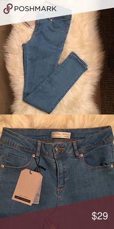 "Zara core denim collection: 5 pockets denim 5 pockets mid-rise jeans (7.75""). Waist size: 23"" size 9/10 youth. Inseams: 25"" leg openings: 4.5"" Zara Jeans Skinny"