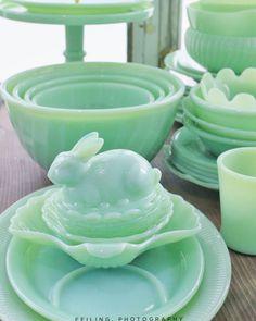 is this modern jadeite? Still so pretty Antique Dishes, Antique Glassware, Vintage Dishes, Vintage China, Vintage Kitchenware, Vintage Pyrex, Chandeliers, Green Milk Glass, Shabby Chic Kitchen