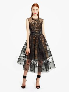 Oscar+de+la+Renta+black+tulle+cocktail+dress+with+grosgrain+ribbon+and+cord+embroidery.jpg (903×1200)