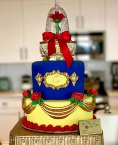Bizcocho Beauty and the Beast para tu quinceañero - Mis Quince PR Beauty And Beast Birthday, Beauty And The Beast Theme, 17 Birthday Cake, Birthday Parties, Quince Cakes, Chocolate Wrapping, Anniversaire Harry Potter, Quinceanera Party, Quinceanera Decorations