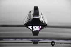 W Volvo V40 Cross Country wykonaliśmy pełną korektę lakieru z wykorzystaniem sytemu Rupes Big Foot. Mimo niewielkiego przebiegu i młodego rocznika, auto wymagało wieloetapowej korekty lakieru. Tym razem powłoka lakiernicza pojazdu została zabezpieczona powłoką ceramiczną Ceramic Pro Light. Felgi i szyby również zyskały pełne zabezpieczenie. Środek przeszedł standardowy detailing.