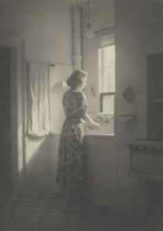 Sunday morning, 1939 by Paul L. She looks so serene. Vintage Pictures, Old Pictures, Vintage Images, Old Photos, Vintage Love, Vintage Beauty, Monochrom, Sunday Morning, 1920s
