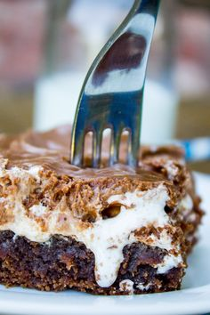 Mississippi Mud Cake by The Food Charlatan. A classic and easy Mississippi Mud Cake recipe! It's a moist chocolate sheet cake with marshmallow creme and chocolate frosting on top. An incredibly rich and decadent treat! Mississippi Mud Pie, Dirt Cake, Just Desserts, Delicious Desserts, Yummy Food, Health Desserts, Oreo, Cake Recipes, Dessert Recipes