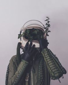 Imagen de green, astronaut, and plants