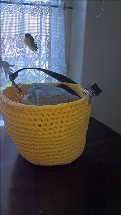 kesäinen kori hattuhylylle, ontelokude kierrätyskeskuksesta ja sanka vanhasta veskasta.
