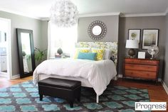 dormitorio pared gris, alfombra turquesa | Young House Love