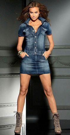 32 Beautiful Denim Dress to Inspire your daily Fashion - Kleider - Denim Fashion Sexy Dresses, Dress Outfits, Fall Outfits, Casual Outfits, Denim Outfits, Jeans Denim, Denim Skirt, Blue Jeans, Jeans Dress