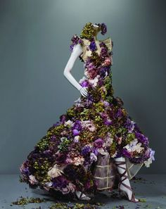 Alexander McQueen had successfully combined both of Art and Fashion. I love this piece so much !!!  -Ghiftama-