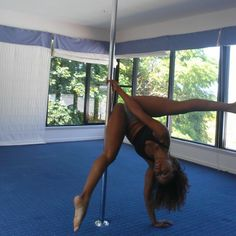 :: i fell back in love with pole in this room :: thanks Sam for this space to create unapologetically and authentically :: my tribute to @carliehunter 's sneaky v ::