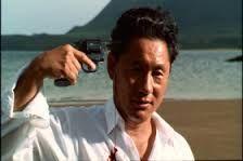 Sonatine / Takeshi Kitano Murakawa est un gangster violent et très agressif. Il est aussi téméraire qu'un yakuza peut l'être et il est très influent. Fatigué de cette existence, il voudrait passer à autre chose. Pourtant, il accepte de venir en aide à un autre gang dans l'île d'Okinawa.