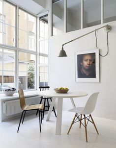dining space - home studio interior in Stockholm Room Inspiration, Interior Inspiration, Living Room Decor, Living Spaces, Round Dining, Round Tables, Small Dining, Side Chairs, Feng Shui