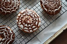 Prep Time: 10 minutes Bake Time: 4-5 hours Decorating Time: 18 to 20 minutes Makes: 18 - 3 1/2-inch cookies Black & White Cookies are a NYC favorite. Here I...