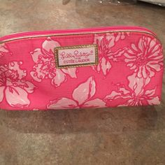 Lilly Pulitzer for Estee Lauder cosmetic bag Like new! Non smoking home Lilly Pulitzer Bags Cosmetic Bags & Cases