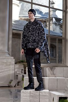 See the White Mountaineering spring/summer 2016 menswear collection. Click through for full gallery