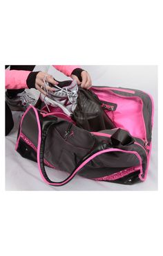 Running Room Spring Ribbon Duffle - great bag to carry all your run necessities! Running Gear, Workout Wear, Gym Bag, Fashion Beauty, Breast, Ribbon, Tattoos, Spring, Room