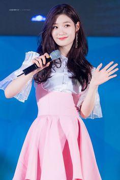 Chaeyeon My idol 정채연Chaeyeon My idol South Korean Girls, Korean Girl Groups, Pink Outfits, Cute Outfits, Jung Chaeyeon, Choi Yoojung, Kim Sejeong, Fandom, Kpop Fashion Outfits